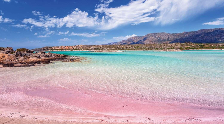 Один из лучших пляжей не только острова, но и всей Греции, протянулся неподалеку от Ханьи