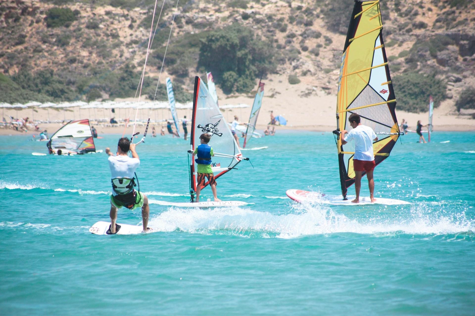 Родос предлагает туристам множество развлечений, таких как: Дайвинг; Серфинг; Снорклинг; Многочисленные экскурсии