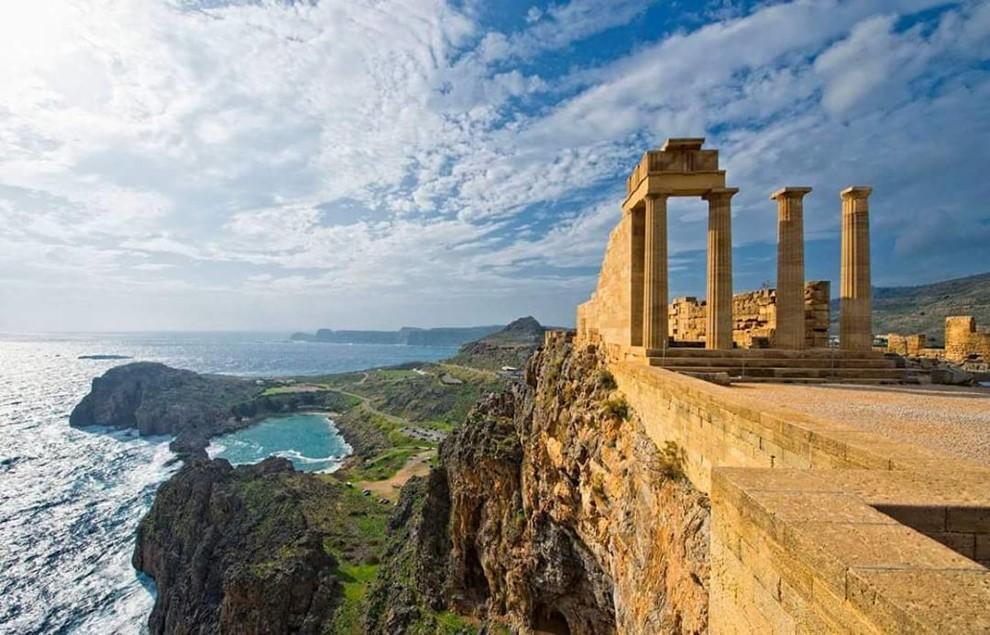 Родос богат памятниками и постройками из различных исторических эпох, так как каждый правитель оставил на острове частичку своей культуры