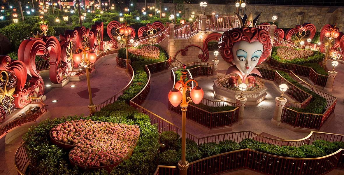За основу парка взяты истории об Алисе в стране Чудес, Питере Пене, Аладдине, Мулан, Красавице и Чудовище, Безумном Шляпнике.