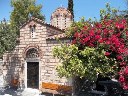 Небольшая византийская церковь была построена в 11 веке недалеко от известного храма Гефеста