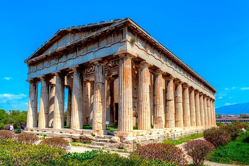 Классический пример античной архитектуры, известный тем, что относительно хорошо сохранился до нашего времени