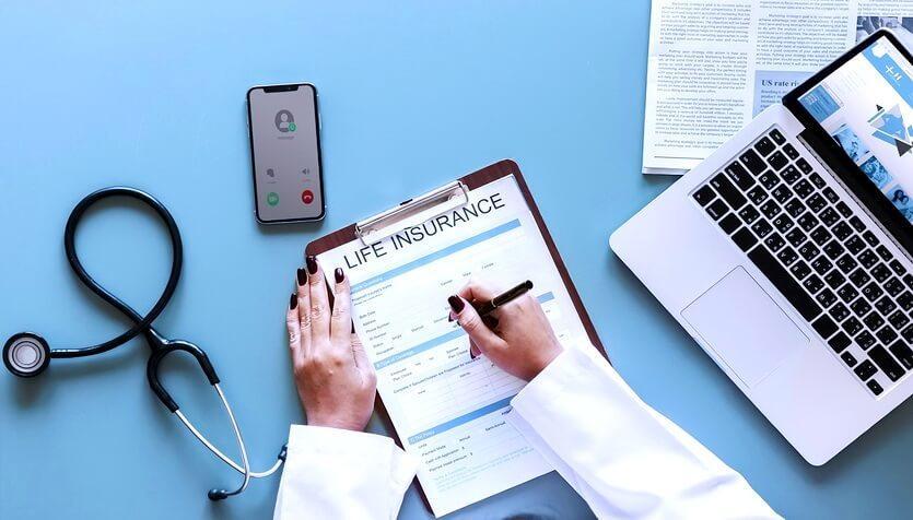 Электронный страховой полис выглядит, как и бумажный – это документ, на котором есть все основные данные об обеих сторонах сделки и опции, включенные в договор.