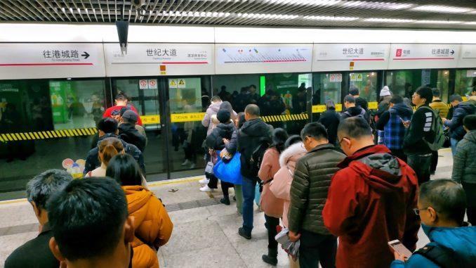 Всего в Шанхайском метро сейчас 16 действующих линий и 393 станции