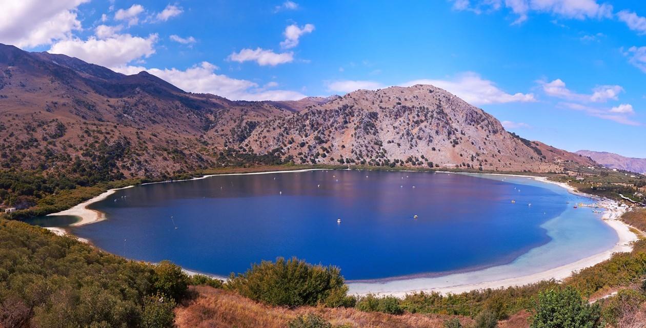 Это огромный пресный водоем, расположившийся в центре острова, и отличающийся большим многообразием обитателей, таких как черепахи