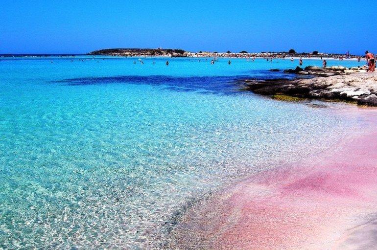 Купальный сезон на Крите длится круглый год, но в межсезонье и зимой море довольно прохладное