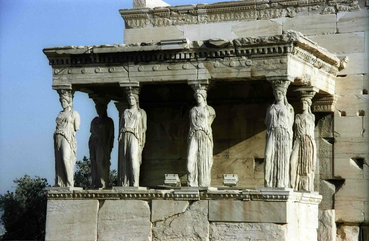 Восточная часть посвящена Афине – именно здесь располагались самые ценные реликвии