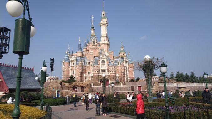Шанхай Диснейленд – это парк, основанный известной компанией на территории самого большого города в Китае
