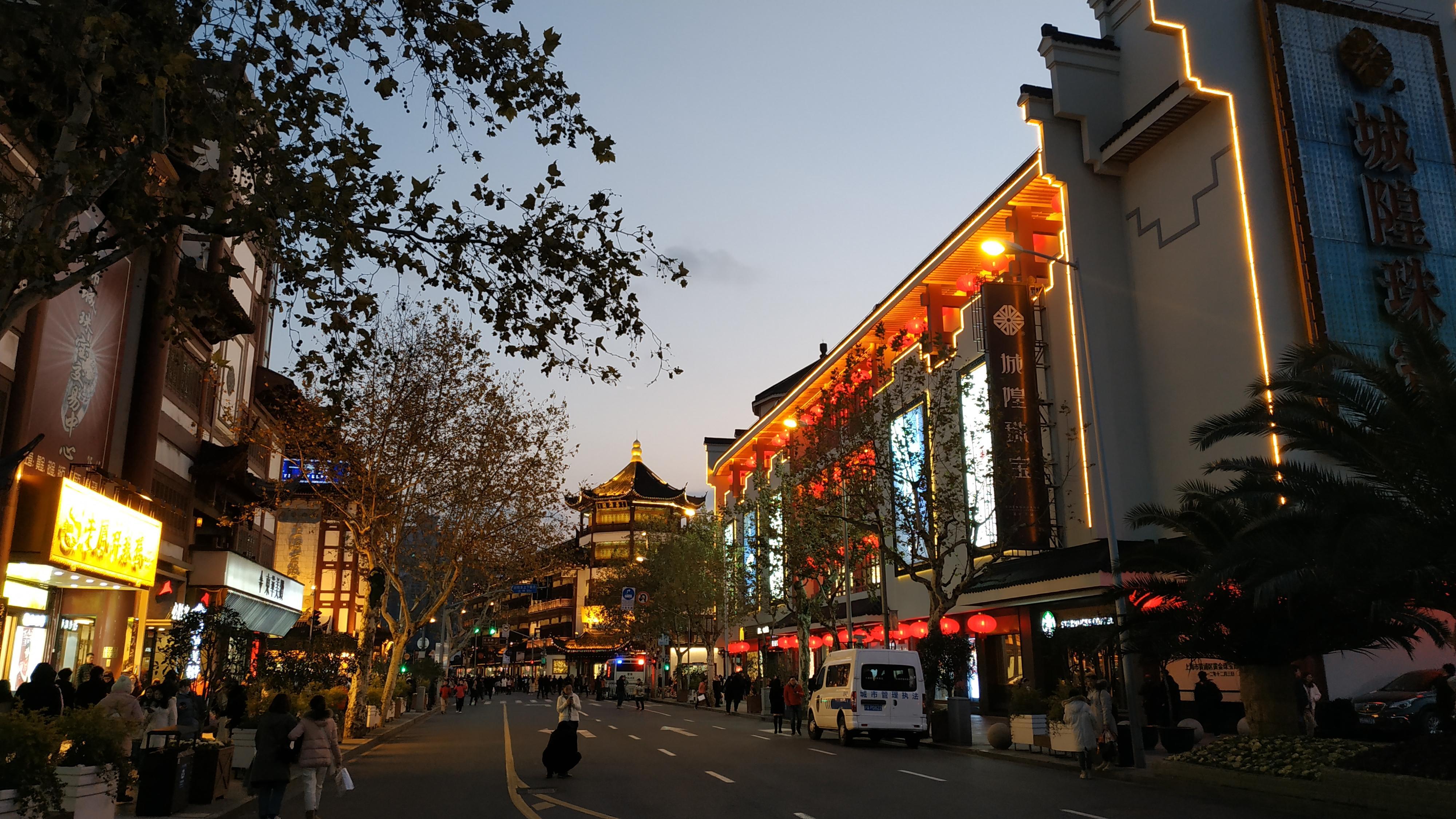 Огромное количество торговых центров в Шанхае