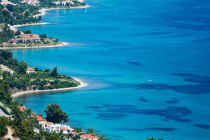 Кассандра Халкидики – это часть полуострова, выступающая от материка на 50 км.