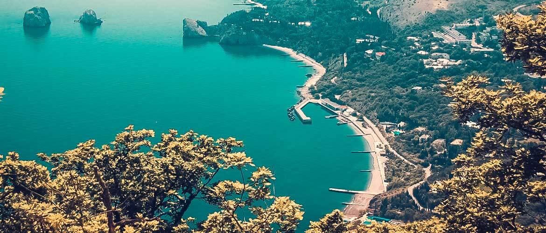 Практически все побережье Крыма с запада, востока и юга – это один большой курорт.