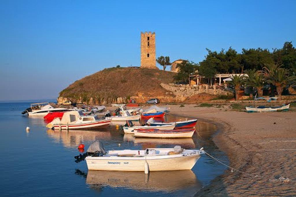 Городок, чьи пляжи расположены по обе стороны залива – настоящая тихая гавань для спокойного отдыха всей семьей. На побережье находятся обустроенные и дикие пляжи.