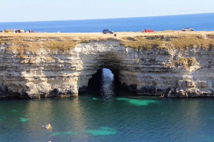 Западный Крым – это черноморское побережье и степная часть полуострова от поселка Песчаное до Севастополя с его пригородами.