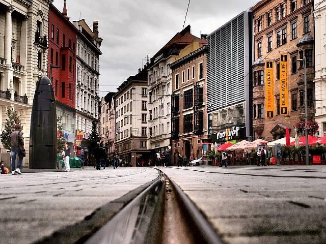 Второй по размеру город Чехии, столица исторической области Моравия. Название означает – «броня», город был форпостом обороны от врагов, а в летописях упоминается с 11 века.