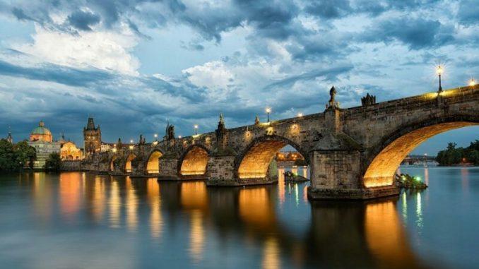 Эта страна – настоящий центр Европы, мостик между Востоком и Западом. Из страны с элитным отдыхом Чехия превратилась в туристическую Мекку, доступную для большинства путешественников.