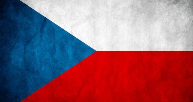 Традиционными цветами Чешского княжества с 10 века были белый и красный. Синий треугольник на флаге возник в результате объединения Чехии со Словакией в 1918 году.