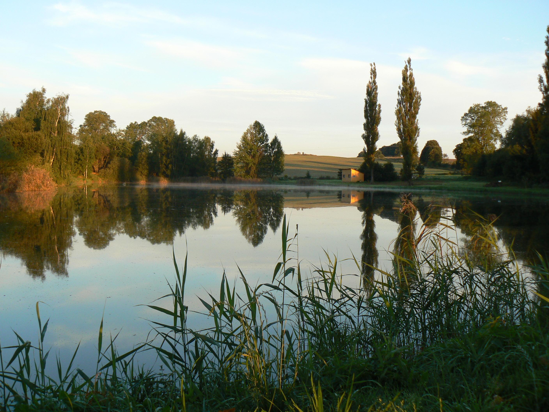 Это самый большой пруд искусственного происхождения в «Чешской Канаде»