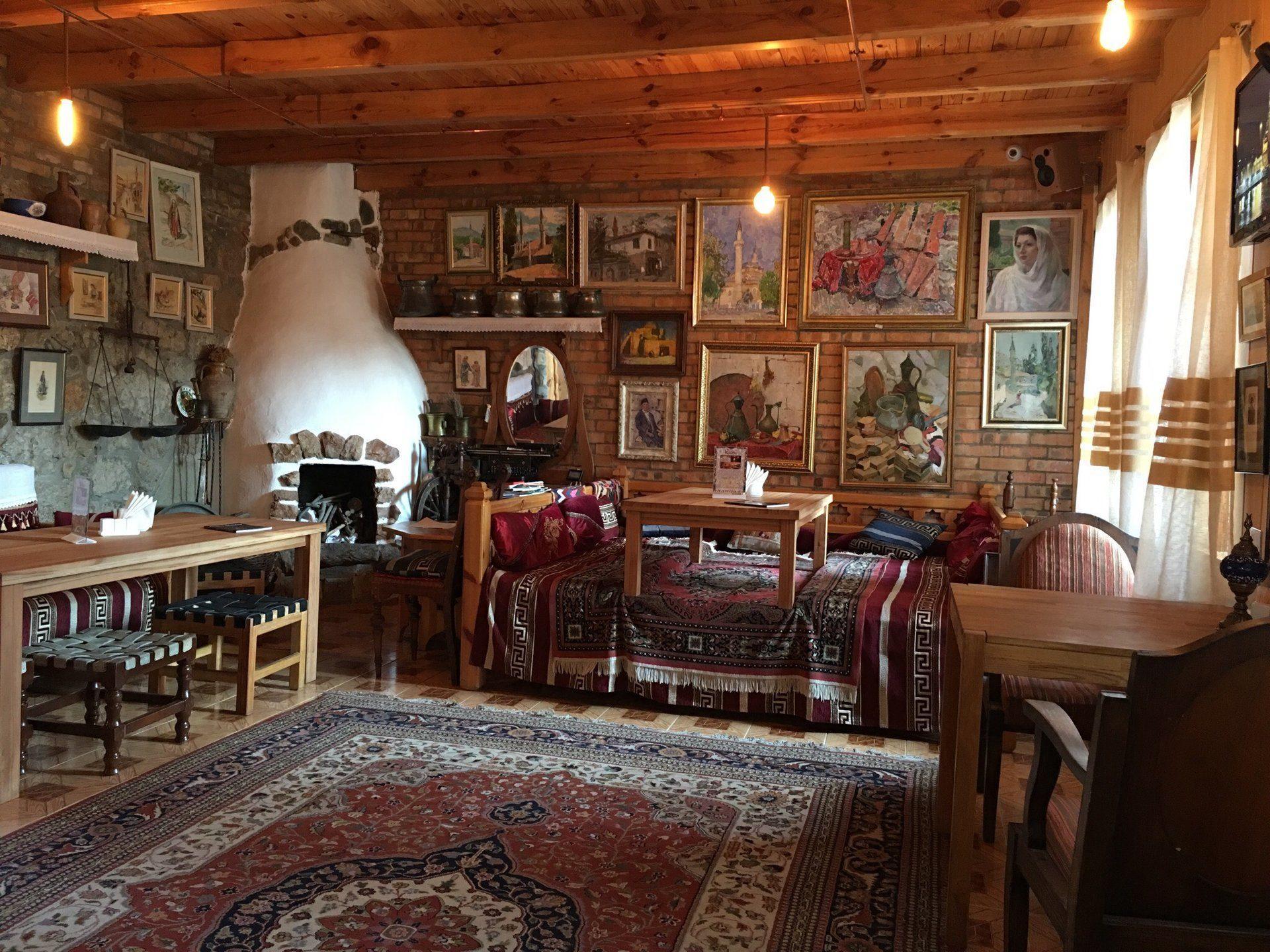 Кафе «Roomi» – народная татарская кухня, кафе и оформлено в народном стиле (адрес: Р. Люксембург-30).