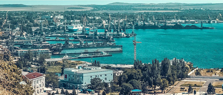 Керчь – это и город воинской славы, и крупный порт, и промышленный центр, и древний Пантикапей, и курорт на двух морях: Черном и Азовском.