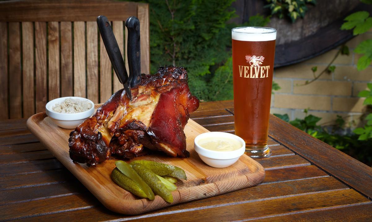 Национальная кухня Чехии не столь разнообразна, но оригинальна. Любимые продукты чехов – свинина, карп и, конечно, пиво.