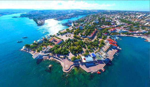 Город-спутник Евпатории на Сакском соленом озере основан в 1827 году, как курорт.