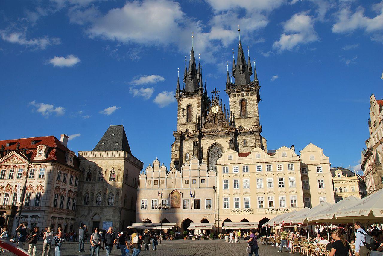 Центр еще одной исторической части Праги, ее административная часть.