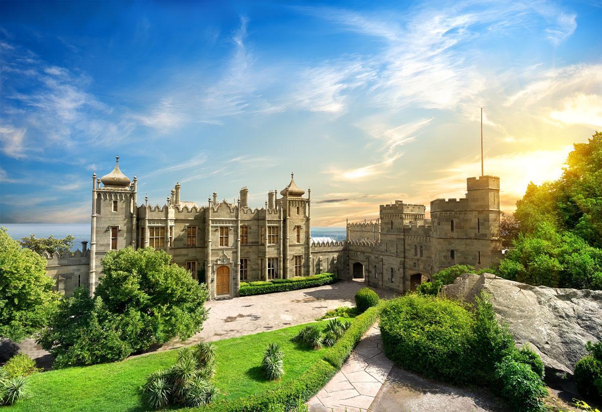 Дворец носит имя своего первого владельца графа Воронцова, генерал-губернатора Новороссии, куда входил современный юг Украины, включая Одессу, российские Ростовская область, часть Краснодарского края и Крым.