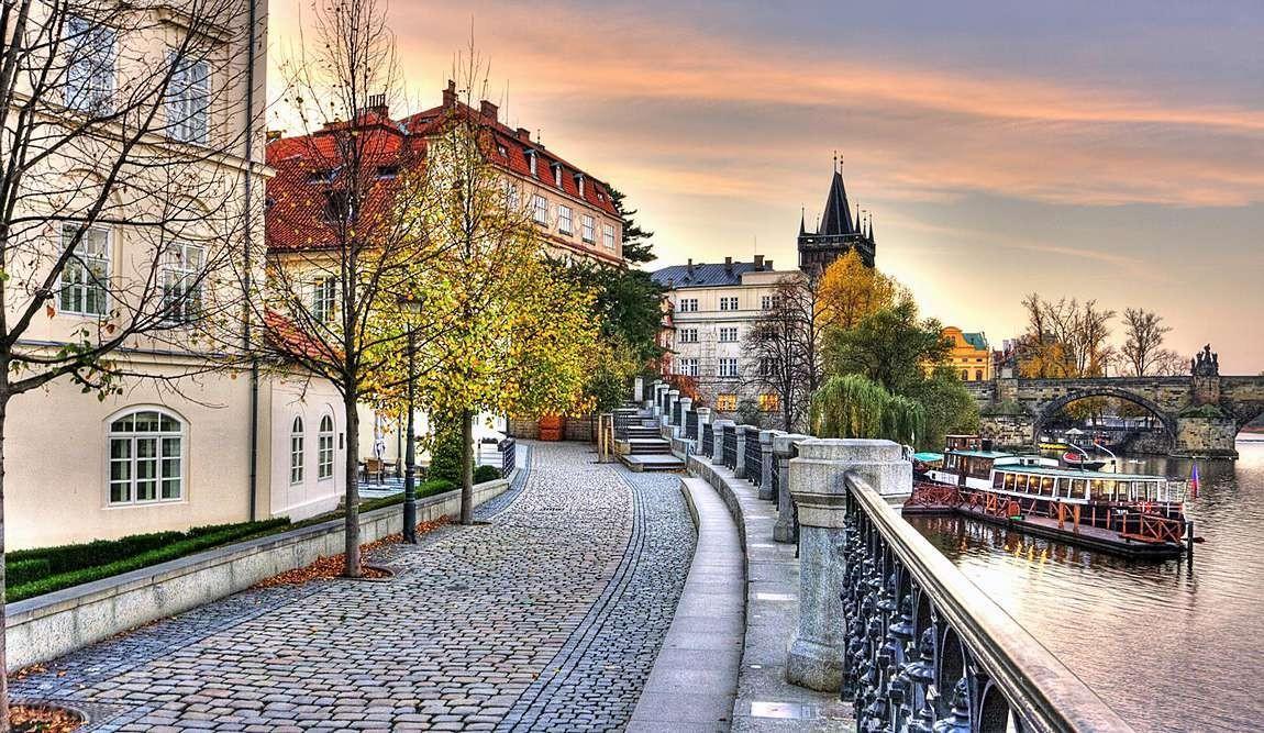 Столица Чехии по праву является самым крупным городом страны. Злата Прага, город ста шпилей – прозвища с любовью данные соотечественниками.