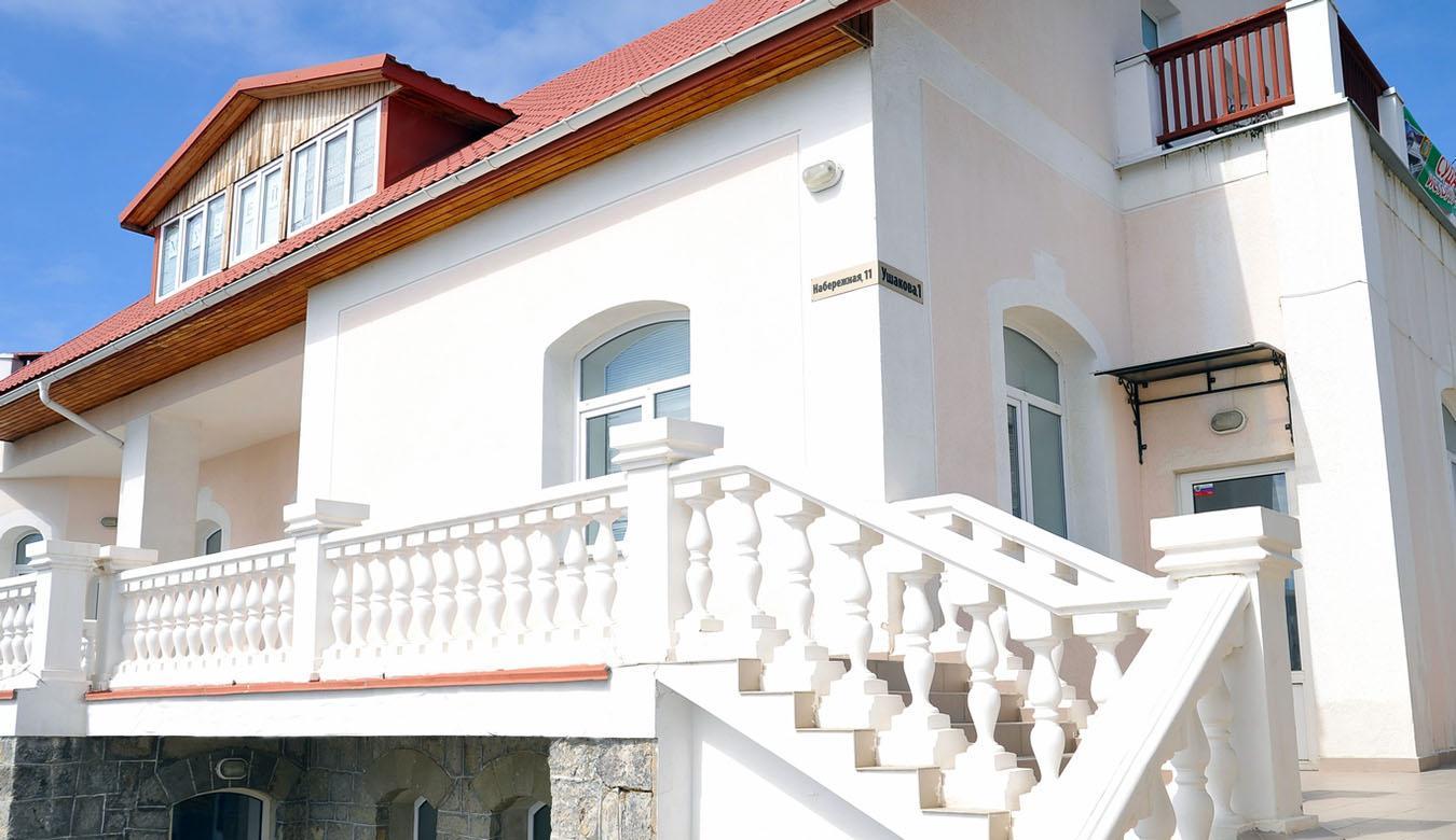 Музей носит имя владельца, но посвящен археологии. В 4 залах выставлены находки, начиная с раннего каменного века до времен Османской империи.