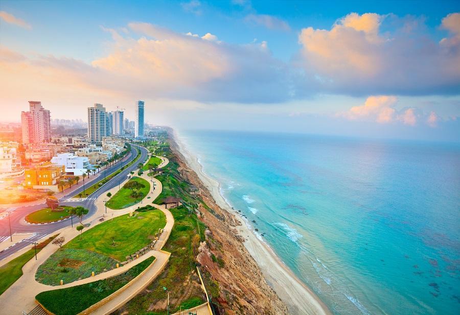 Этот город просто рай для любителей пляжного отдыха и развлечений. В Нетании протяженные пляжи с золотым песком, зеленые парки и уютные ресторанчики.