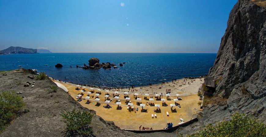 Пляж «Мохито» создан у Крепостной горы: завезен песок, прямо на пляже организовано кафе. Платной является ВИП-часть пляжа с установленными лежаками и зонтами.