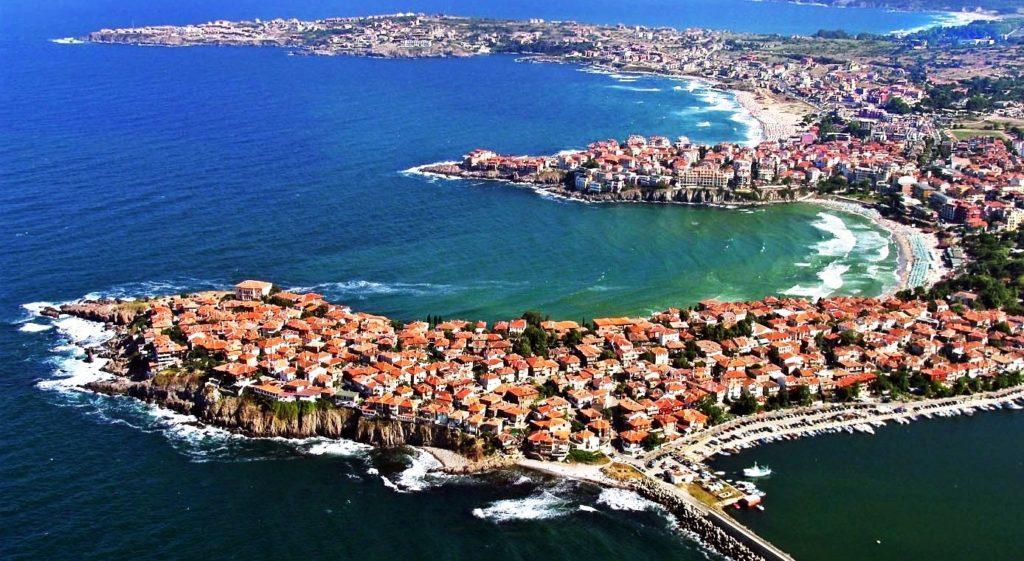 Город, где прекрасно сочетаются пляжи с мягким песком, завораживающие виды, красивая природа и современная цивилизация.
