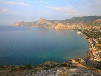 Судак по популярности находится в тени более знаменитых крымских курортов, и совершенно незаслуженно. Именно в нем больше всего солнечных часов – 2350.
