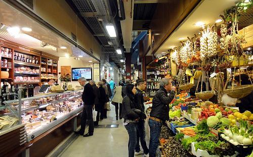 В центре Флоренции есть рынок Mercato Centrale