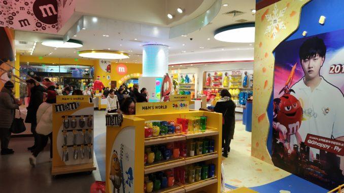 World M&M's в Шанхае, двух этажный магазин популярных конфет