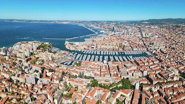 Завершать путешествие рекомендую в городе, который никого не оставляет равнодушным. Погода в Марселе приходится по нраву не всем туристам – все-таки это порт, который зачастую продувается ветрами, но историческое и архитектурное наследие не может не впечатлять.