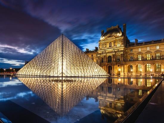 Королевские резиденции в Париже и вокруг столицы: Версаль, Фонтенбло, Лувр, Пале-Рояль, Консьержери;