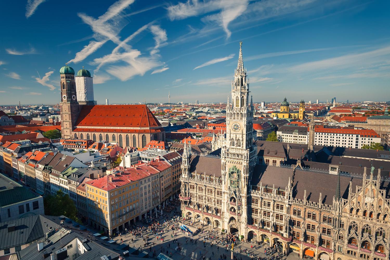 Мюнхен – место, где стоит задержаться хотя бы дней на 5, что я и делаю с большим удовольствием. Высокие горы, множество рек и озер, старинных маленьких городков придают Баварии особый колорит