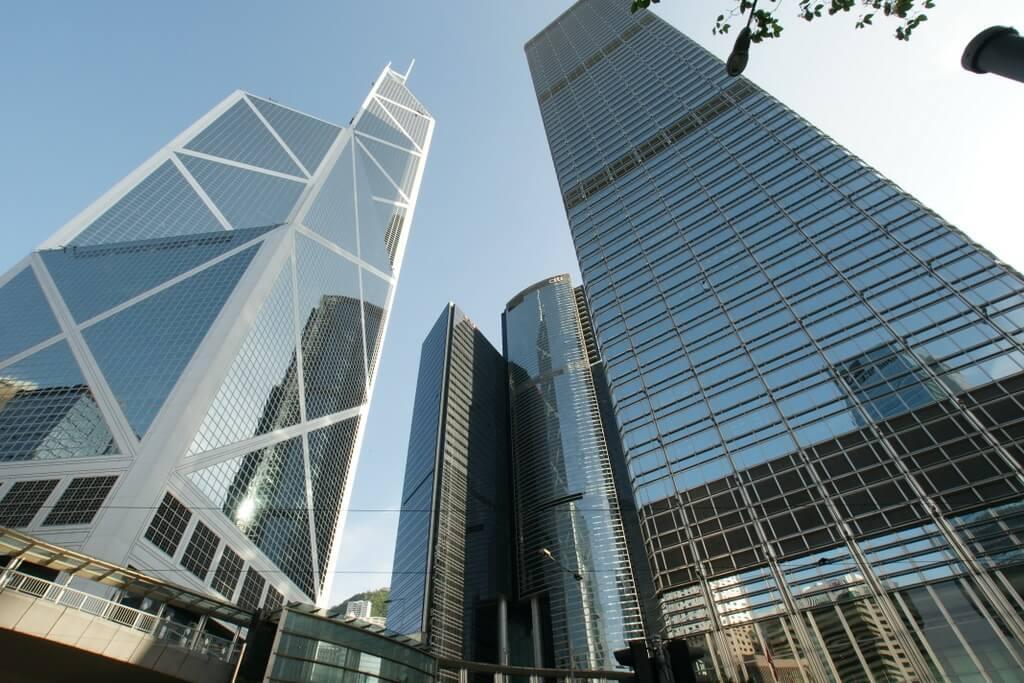 Exchange Square – комплекс, привлекающий туристов своим внешним видом, находящимся в нем выставочным центром и ТЦ