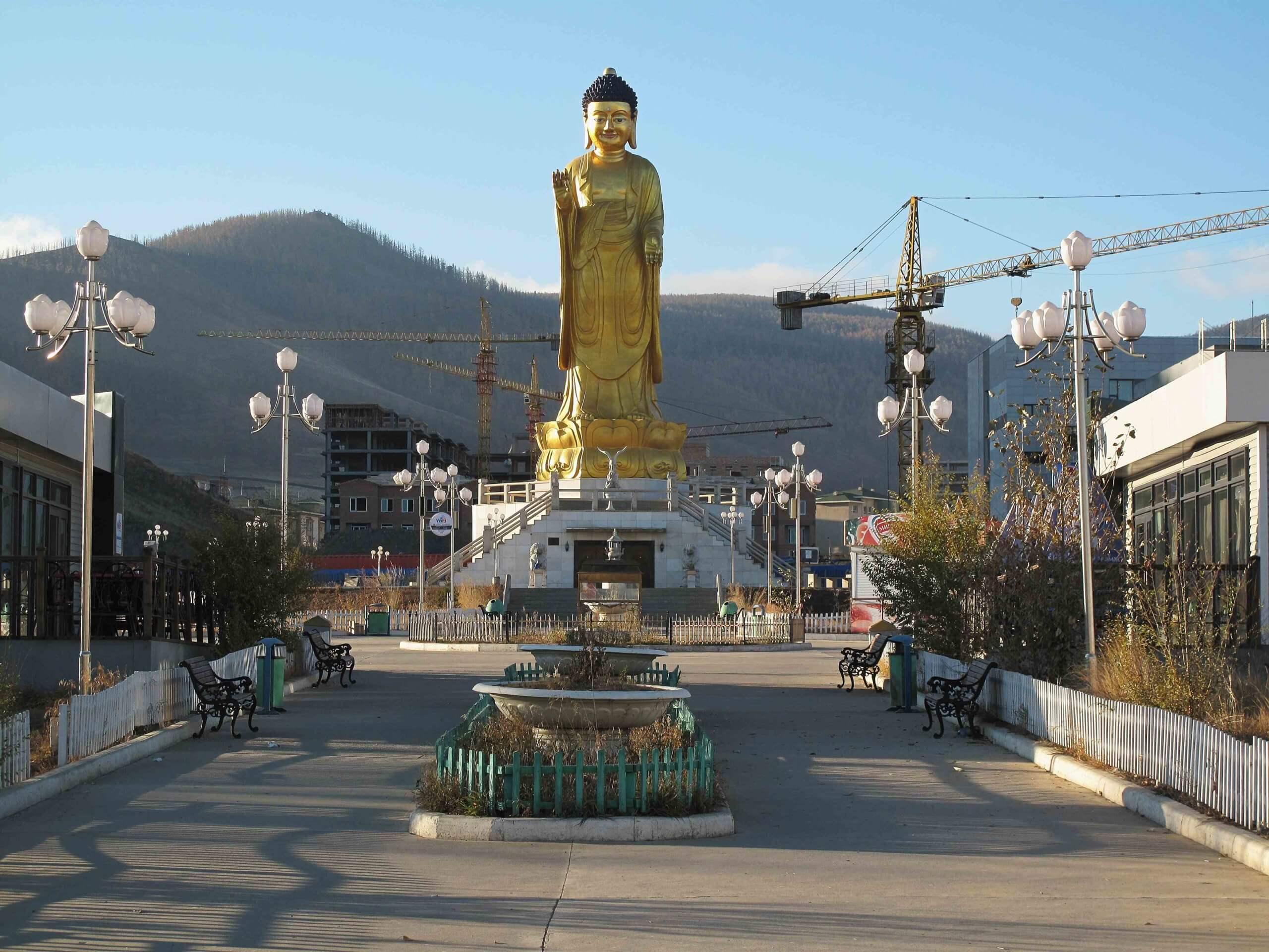 Сочетание несочетаемого: мемориал Красной армии и Международный парк Будды на горе Богд Хан – противоречивы, как и сама Монголия