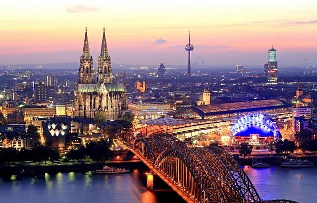 Еще дальше на западе находится один из символов средневековой Германии – Кельн со знаменитым собором