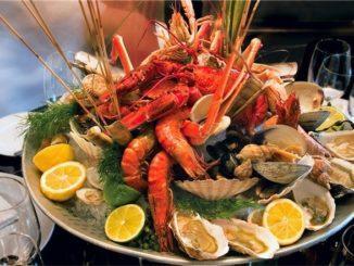 Неаполь – самый крупный город юга Италии. Этот регион отличается от других областей страны особенностями кухни, менталитетом жителей и местным диалектом, который больше напоминает отдельное наречие