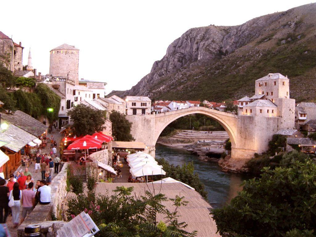 Следующим после Сараево в списке моего турне был город Мостар. Стоит сразу предупредить, что тут царит совершенное отсутствие пунктуальности и неразбериха
