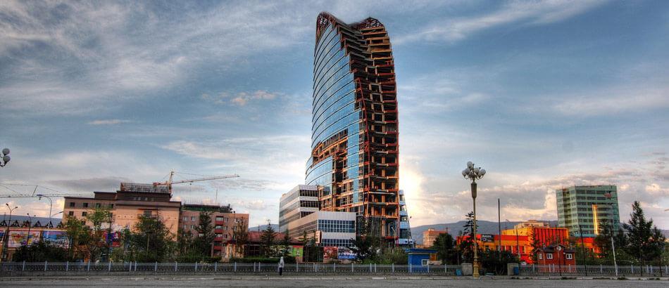 Улан-Батор не отстал от других азиатских столиц и в 2012 году обзавелся небоскребом.