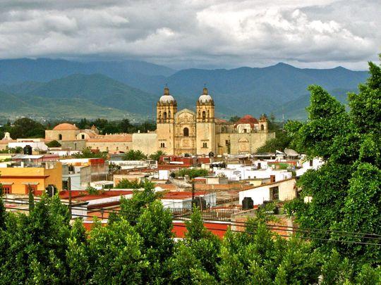 Вообще если цель поездки – гастрономический отдых, Мексика подойдет для путешественника как нельзя лучше, но при этом надо иметь крепкий желудок, любить мясную и острую пищу. А столица всего этого гастрономического великолепия – город Оахака.