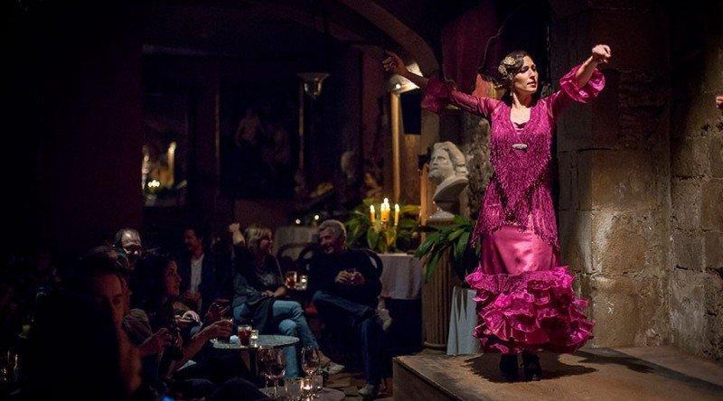 Если хочется посмотреть на шоу фламенко, то лучше всего это делать там, где камерная атмосфера дополняется легким шлейфом таинственности, а именно в Palau Dalmases