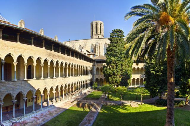 Педральбес – отдаленный район, в который туристы приезжают редко, поэтому в местном монастыре царит спокойствие и умиротворение