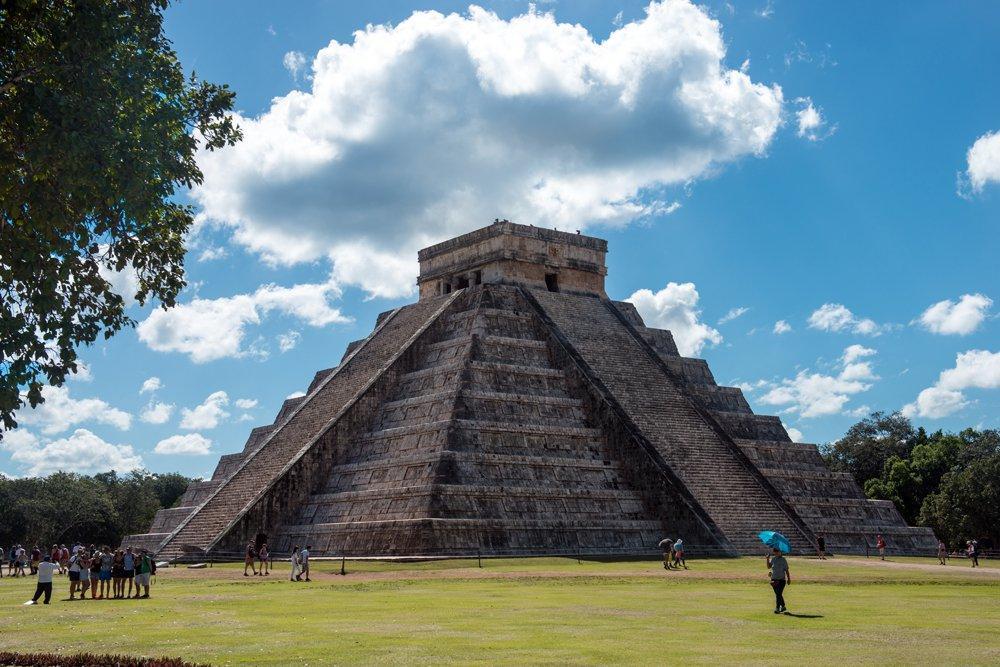 Ни для кого не секрет, что Мексика – это родина индейцев Майя, так что побывать здесь и не взглянуть на великие пирамиды было бы непростительной оплошностью