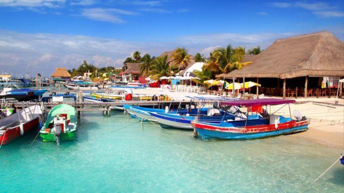 Мексику нельзя назвать стандартным направлением для туриста из России, но если и путешествовать по странам, то почему бы не наведаться и сюда?