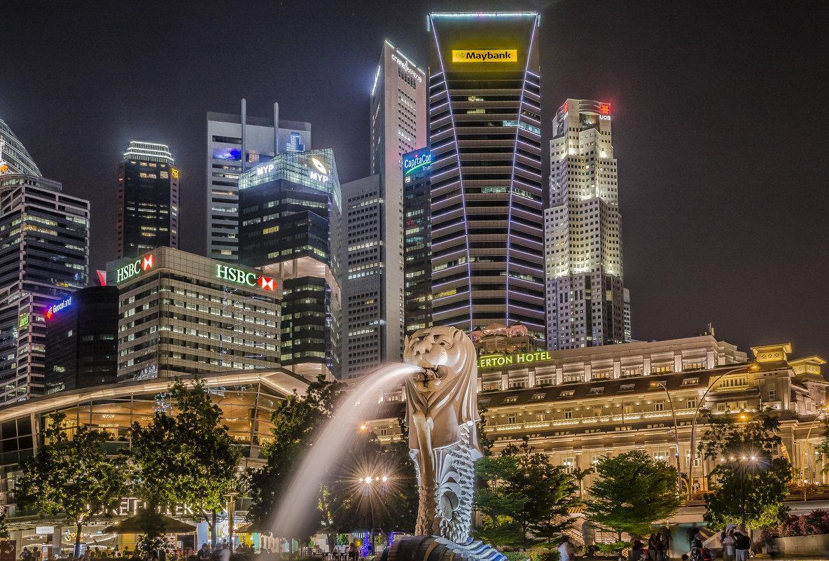 Город имеет особого покровителя – рыбу с головой льва, имя ему Мерлайон. Своей необычным видом он показывает как в Сингапуре сильна связь между сушей и морем.